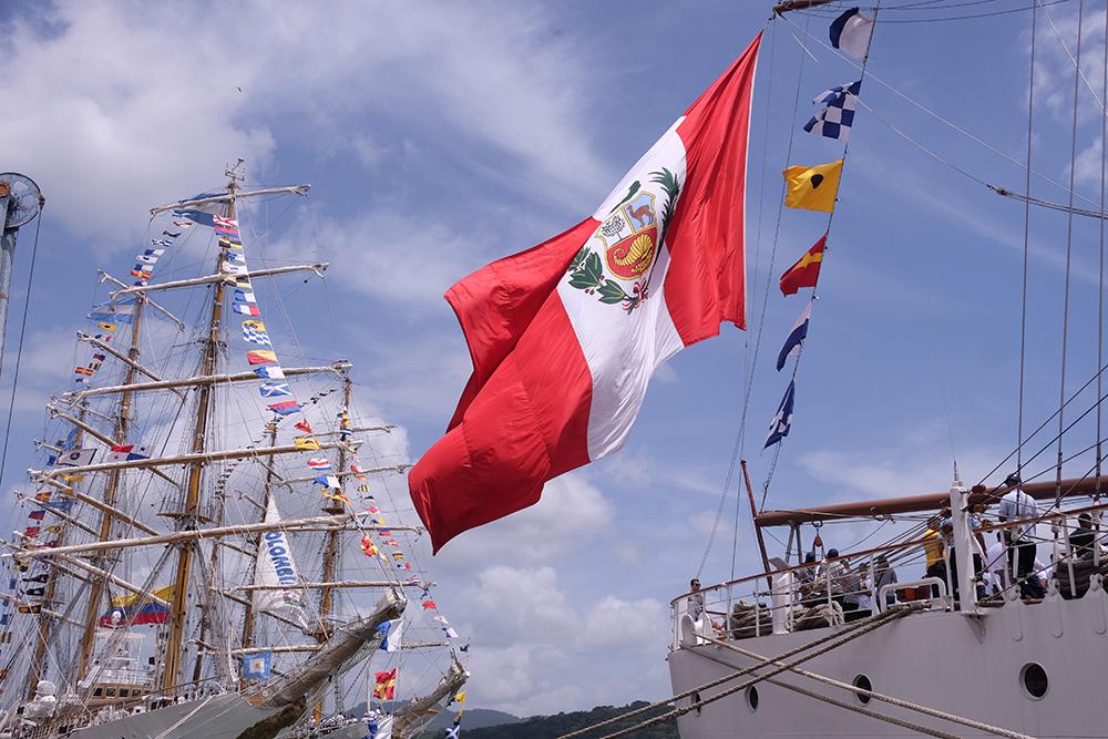 Buques ARC Gloria de Colombia y Unión de Perú